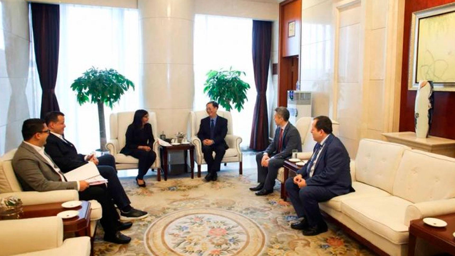 Delcy Rodríguez arribó este lunes a la República Popular China