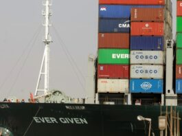 buque se ha atascado en el canal de Suez